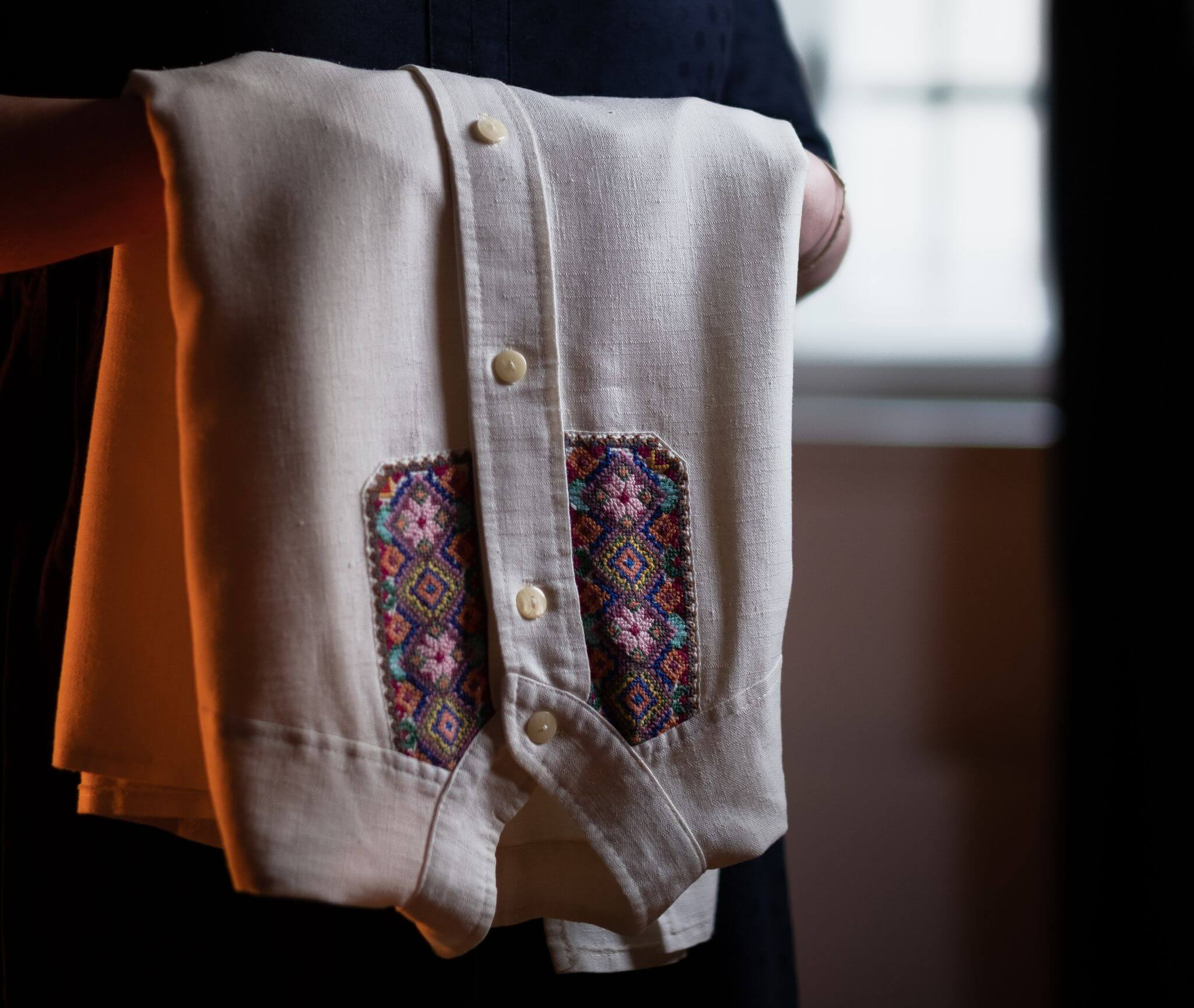 8. foto by Jakub Laichter for Amnesti International_Grandmother_s embroidery